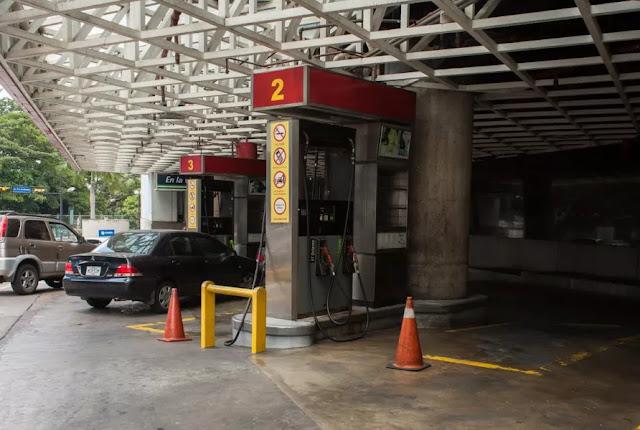 Venden gasolina en dólares tras nuevo período de escasez en Venezuela
