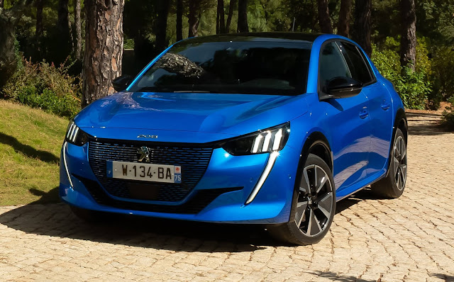 "Novo Peugeot 208 eleito ""Car of the Year 2020"""