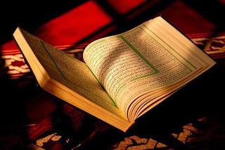 Berpegang teguh dengan Al-Qur'an dan As-Sunnah