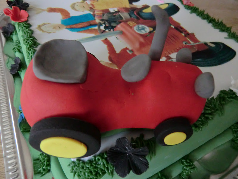 Leneskage.dk: Den lille røde traktor..kage