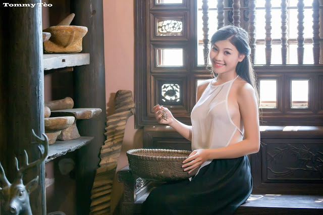 Hot girls Vietnamese girl selling medicines 3