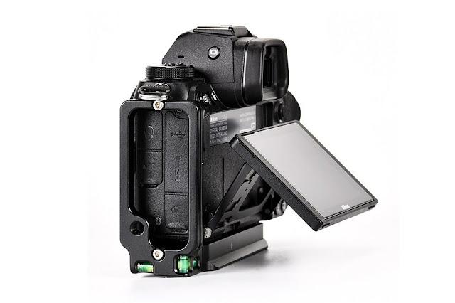 Sunwayfoto PNL-Z6II L Bracket on Nikon Z6II tilt screen