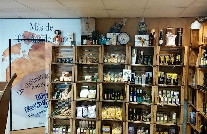 Interior tienda Inés Rosales Plaza San Francisco Sevilla
