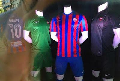 ... como le filtran sus novedosas camisetas Nike para la nueva temporada 4d1af7fa1b1