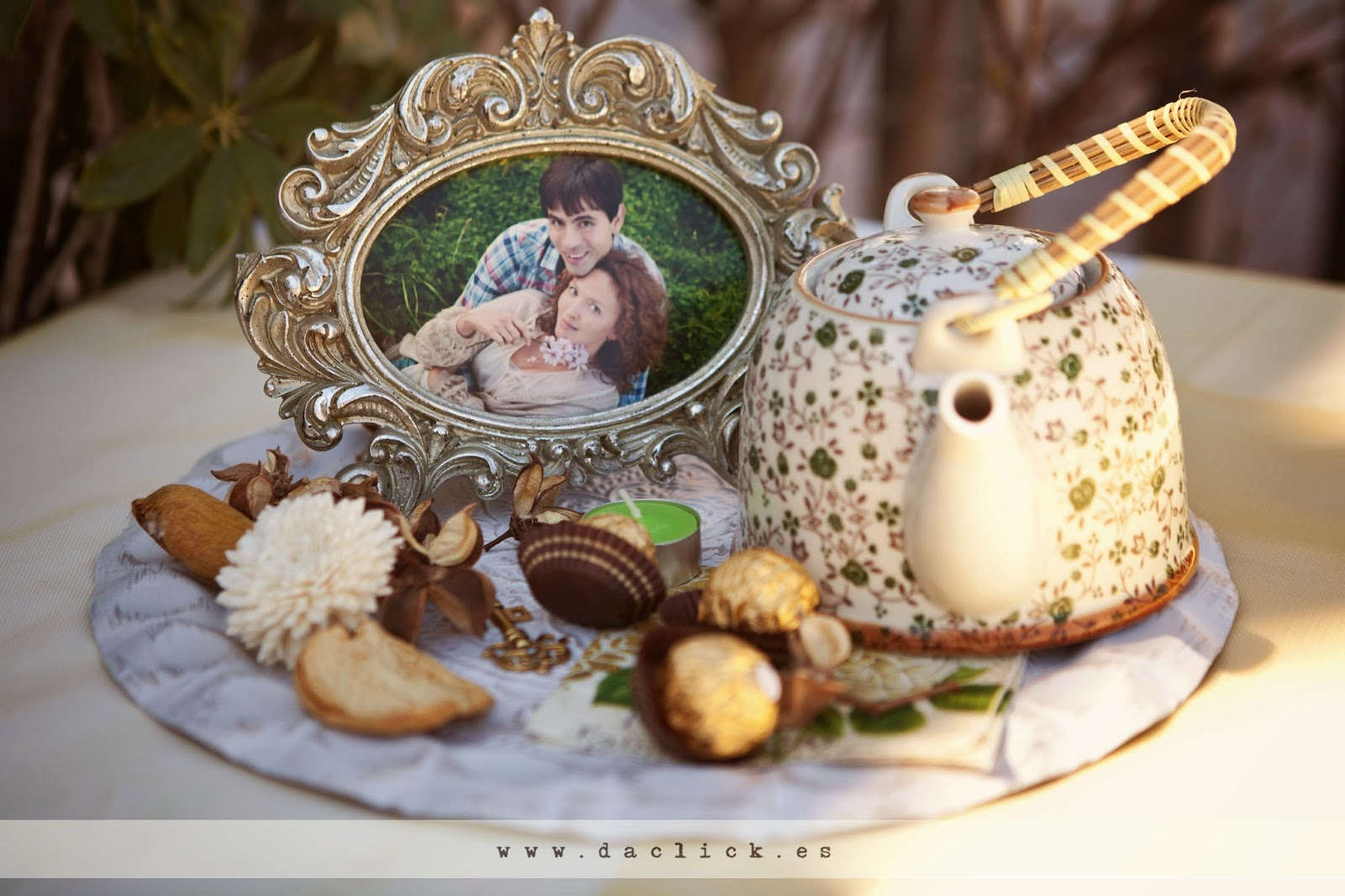 Decoración Vintage de boda Tetera y Dulces portafotos rococó
