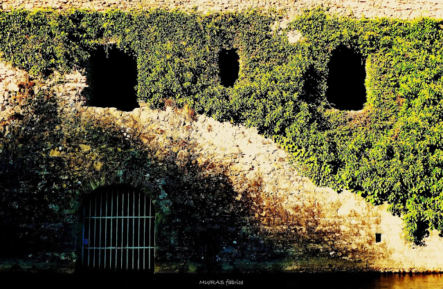 berges dans le village de sorde l abbaye classé unesco