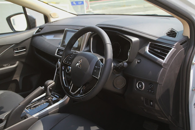 interior xpander black edition