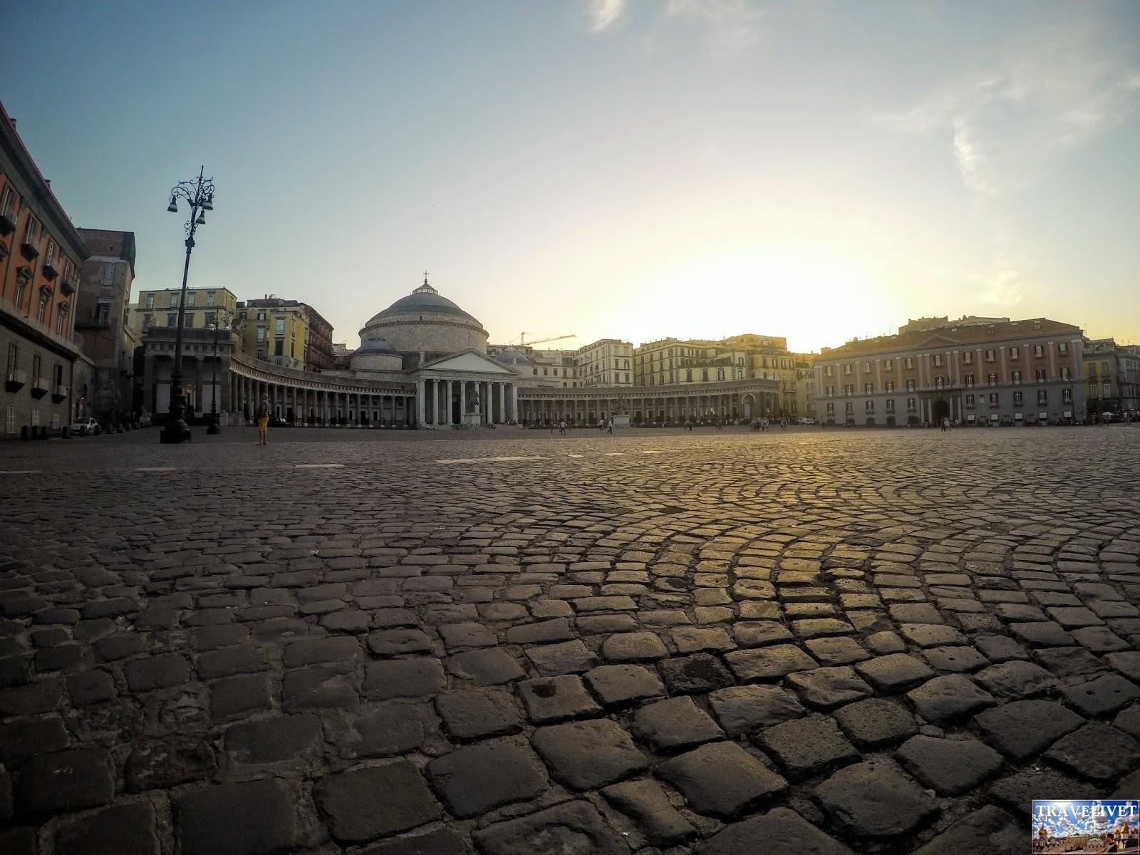 Italie Naples Napoli Piazza del Plebiscito