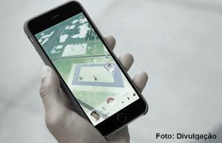 Menino tem iPhone roubado ao tentar capturar pokémons.