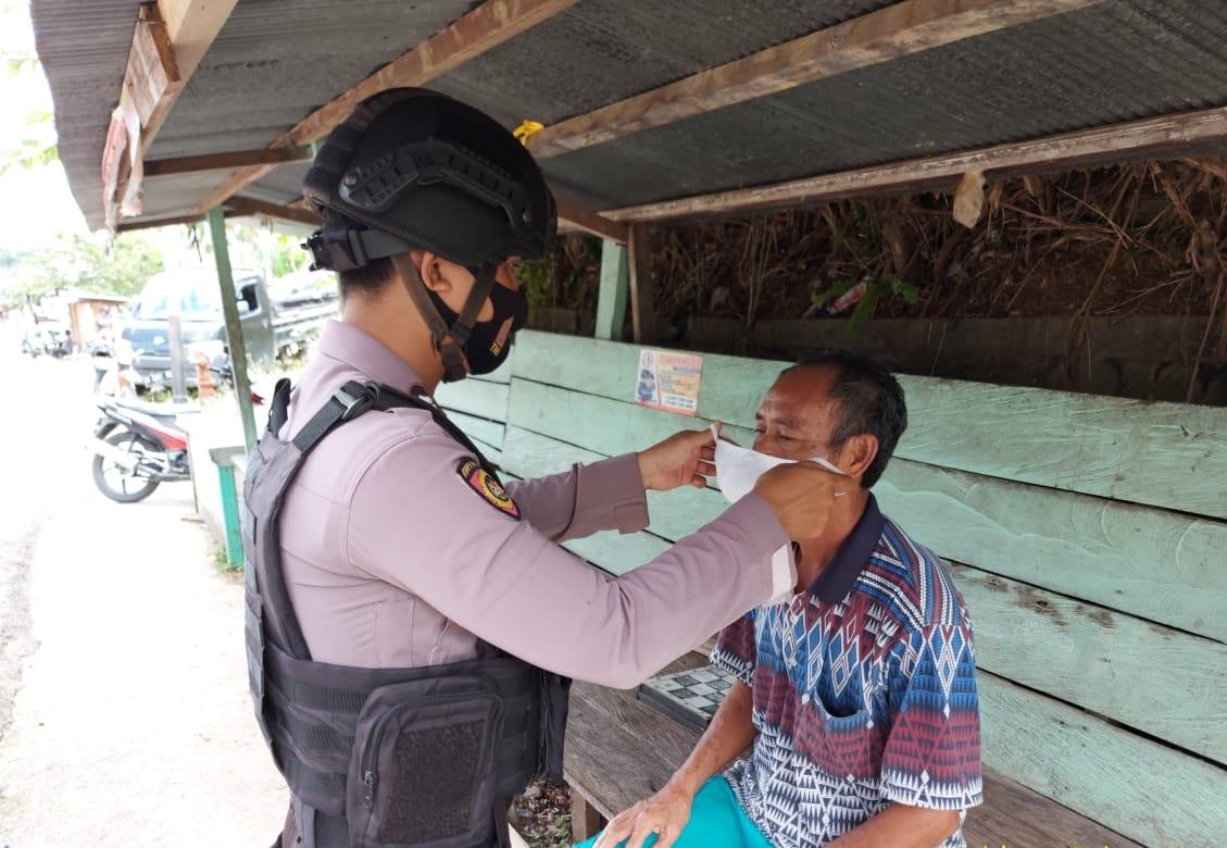 Sambangi Pagkalan Ojek, Satsabhara Polres Mura Terapkan Disiplin Pakai Masker