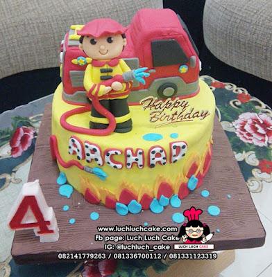 Kue Tart Fondant Pemadam Kebakaran - Fireman & Firetruck