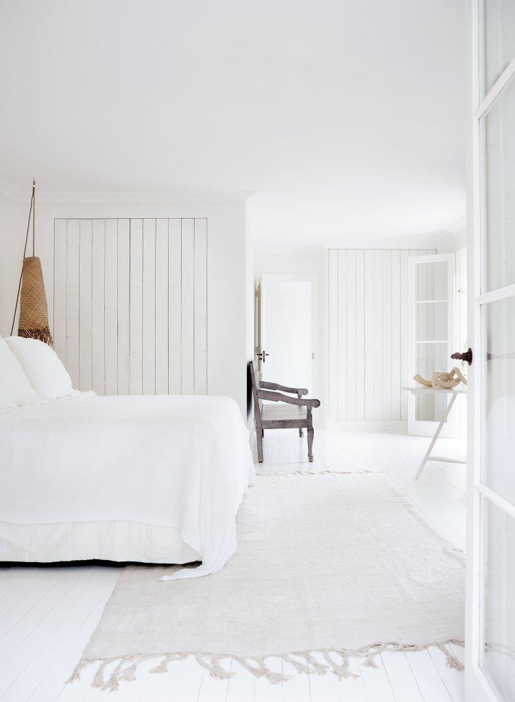 Dormitorio blanco y natural para los amantes del blanco