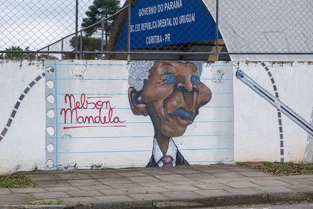Grafite com imagem de Nelson Mandela