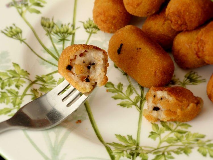 croquetas de pollo con ajo negro