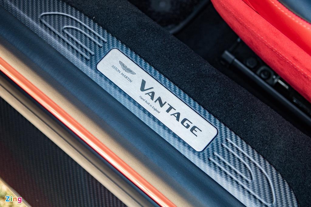 Aston Martin Vantage với bộ kit xe đua tại Việt Nam