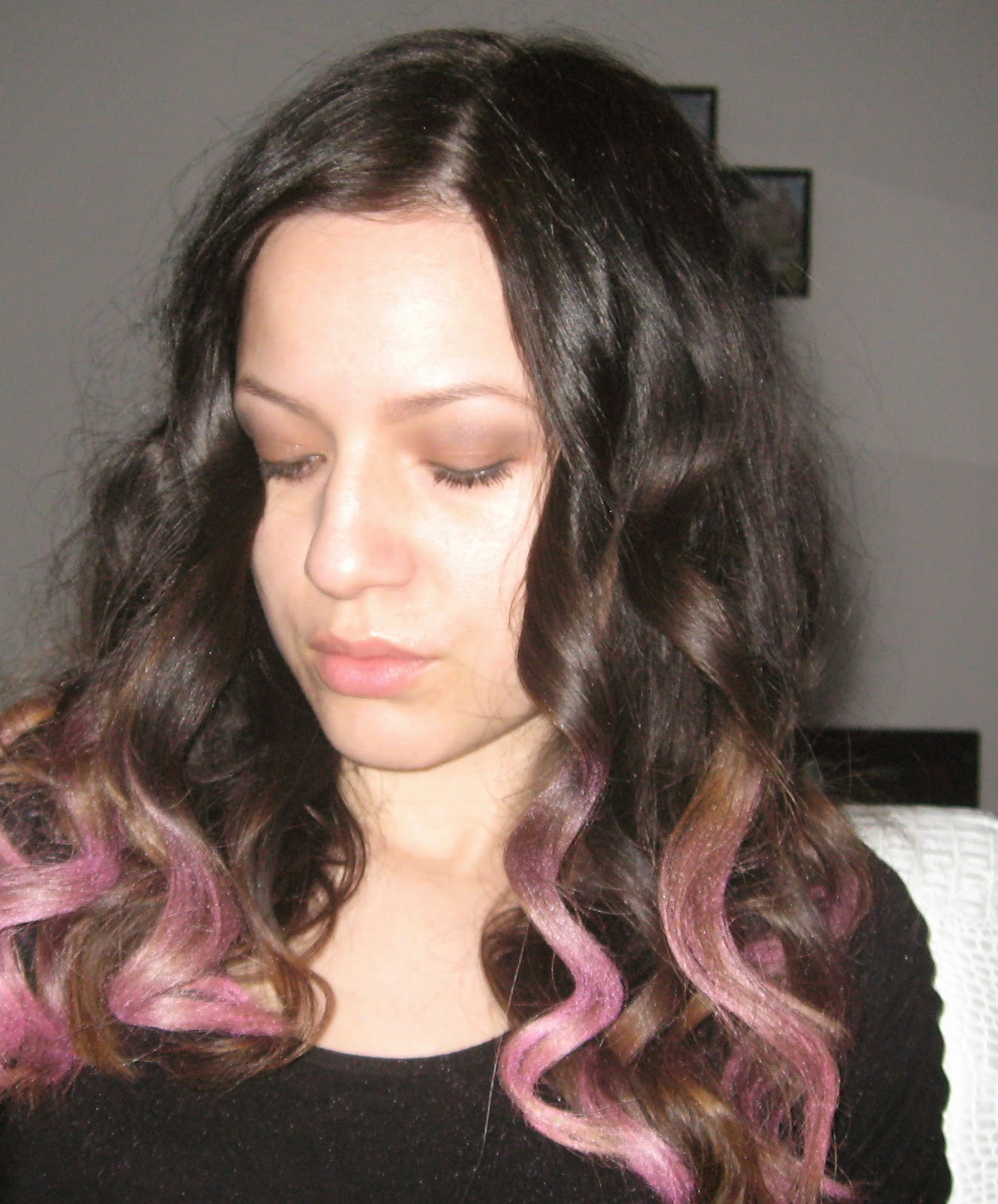 ombre pink hair, ombre hair, color your hear with eyeshadow, fun hairstyle,