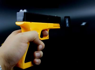 Súng bắn thun Glock như thật 1