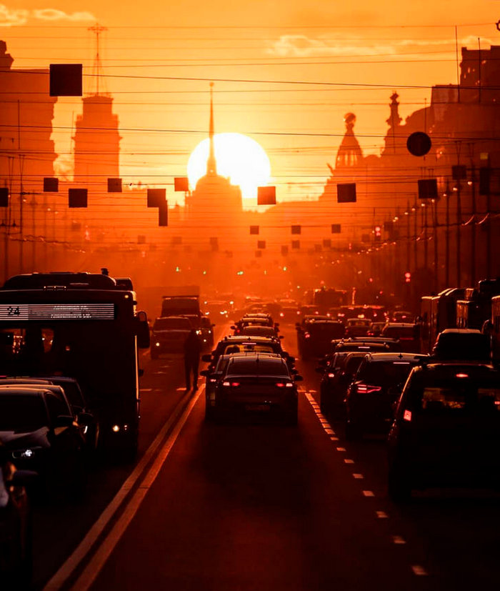 """There would be a goal, but the moment will turn up. Sunset, which the photographer """"caught"""" specifically on Nevsky Prospekt, and finally everything has grown together"""