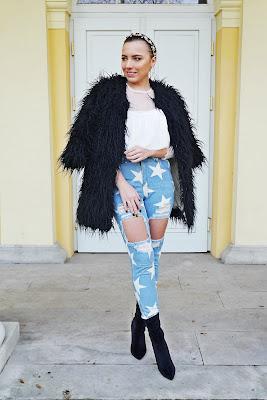 Czarne futerko spodnie w gwiazdki biały top femme luxe opaska z koralikami kolczyki złote aliexpress rosegal karyn blog modowy blogerka modowa puławy