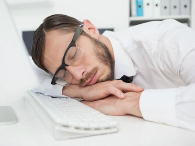 Tại sao chúng ta thường buồn ngủ sau khi ăn?