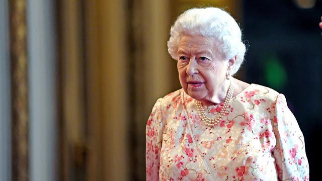 Elton John afirma que fue testigo de cómo la reina Isabel II abofeteó públicamente a su sobrino por desobedecerla