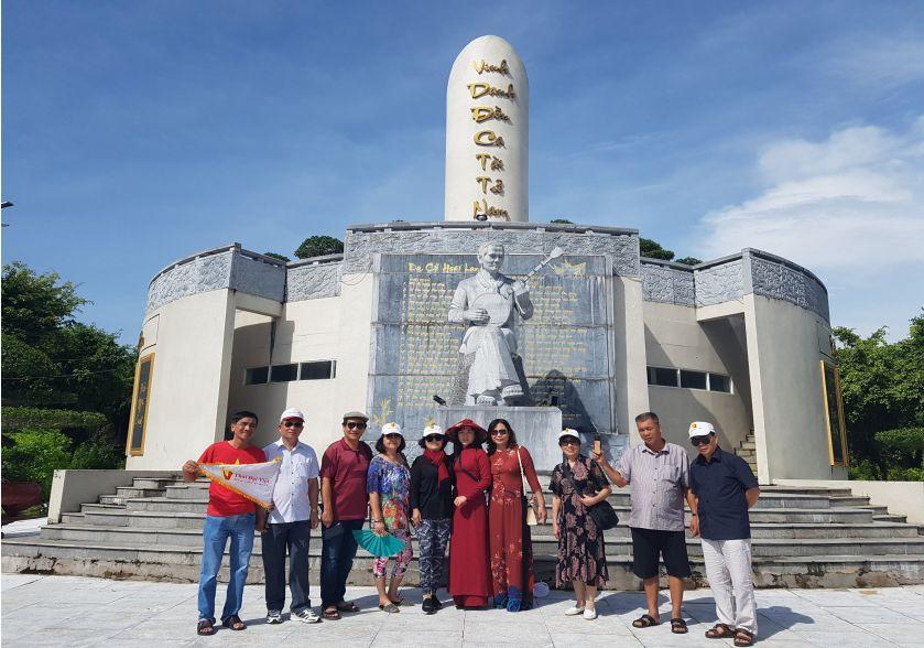khu tượng niệm Cao văn Lầu - tour lục tỉnh miền tây