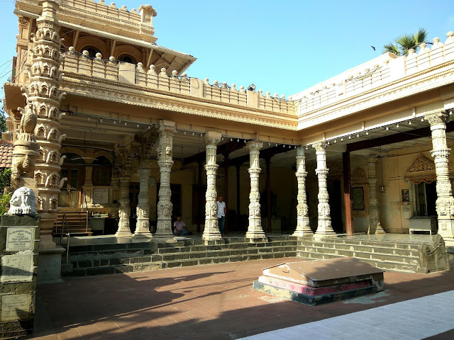ashram, religious, babulnath, temple, mandir, architecture, heritage, history, mumbai, incredibleindia,
