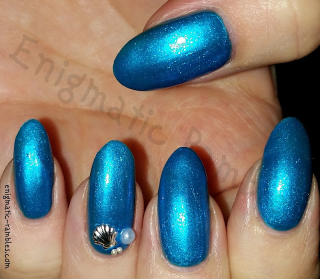 Under-The-Sea-Shell-Pearl-Nails-Nail-Art