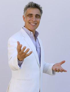 El director musical de la Sinfónica de Pasadena y POPS director musical David Lockington.