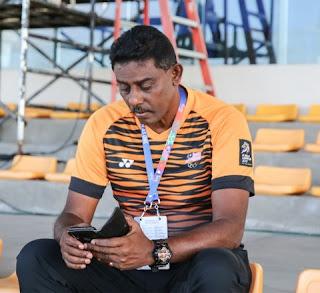 Trợ lý HLV trưởng đội U22 Malaysia đến sân Binan theo dõi trận đấu của U22 Việt Nam