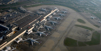 مطار سانتوريني (ثيرا) الوطني في اليونان