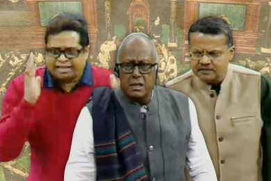 সিবিআই-পুলিশ সংঘাত নিয়ে উত্তাল সংসদ, রাজনাথ বললেন 'নজিরবিহীন'