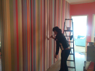 Le immagini inventate parete a righe for Pittura salone