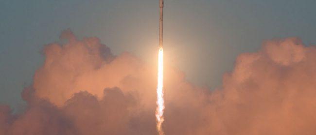 Компания SpaceX запустила с мыса Канаверал ракету Falcon 9