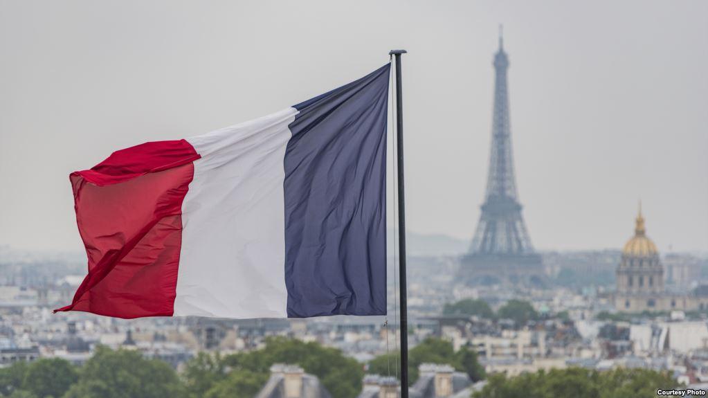 """فرنسا.. اعتداء على نساء بسبب """"تنورة قصيرة"""""""