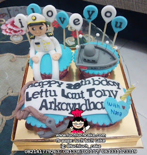 Cupcake Tema Angkatan Laut dan Bidan