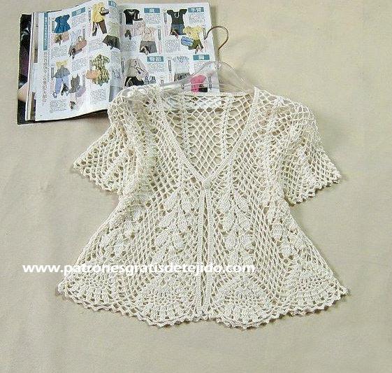 Blusa abierta unida con un solo botón con mangas cortas crochet calada