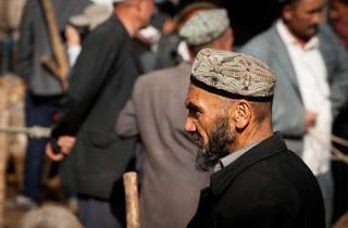 Muslim Uyghur pelihara jenggot