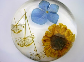 Paperweight for flowers from a special occasion