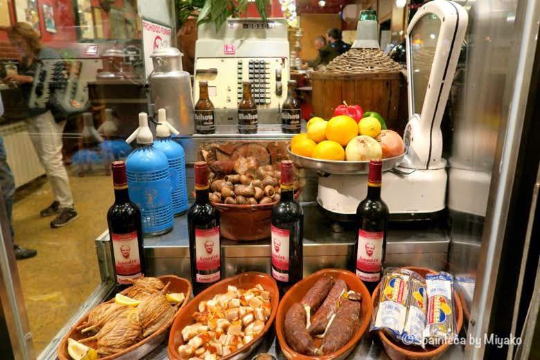 CASA AMADEO LOS CARACOLES マドリードの珍味カタツムリのバルのショーケース