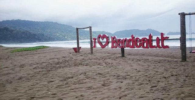 Pantai Bandealit