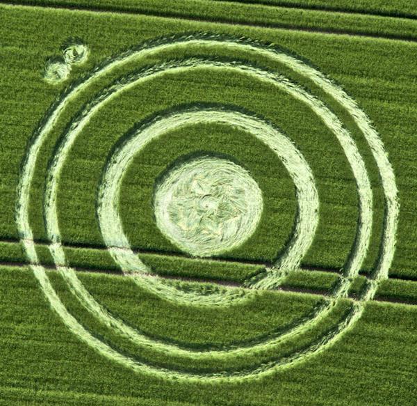crop circles 2020 Crop%2BCircle%2Bat%2BCherhill%252C%2Bnear%2BCalne%2BWiltshire%2B25th%2BJune%2B2012