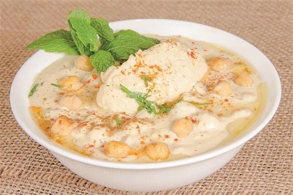 Hummus Musabaha (Whole Chickpea Hummus)