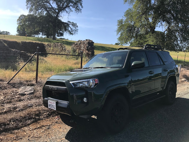 Front 3/4 view of 2020 Toyota 4Runner 4X4 TRD PRO