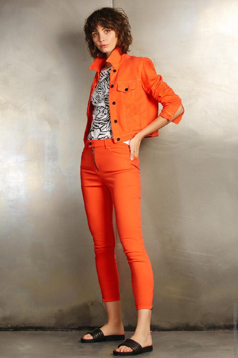 Pantalones y camperas de jeans de colores mujer primavera verano 2020.