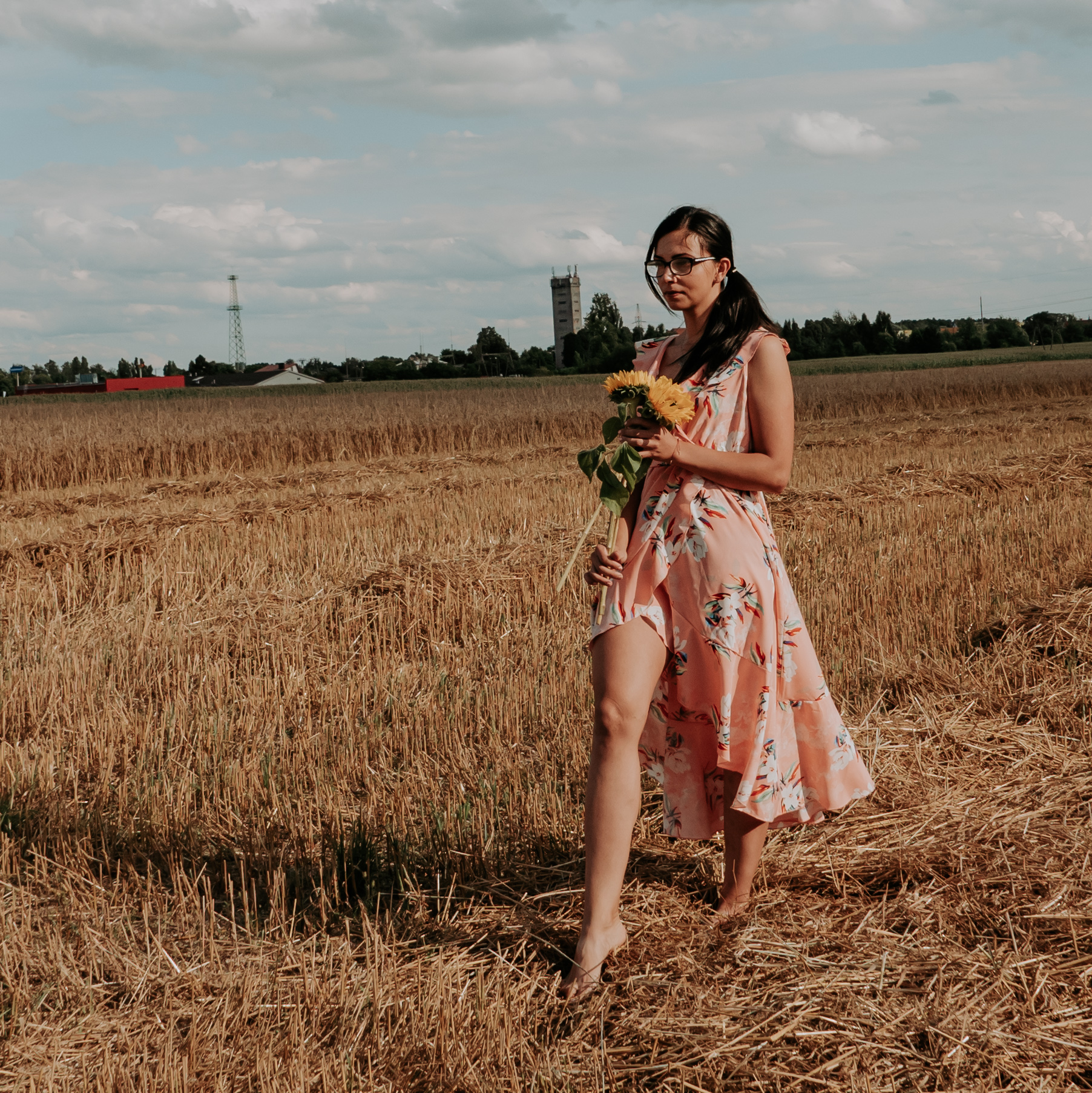 Sukienka powiewająca na wietrze