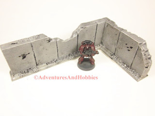 Battle damaged corner concrete wall section T594 for 25-28mm war games - interior view - UniversalTerrain.com