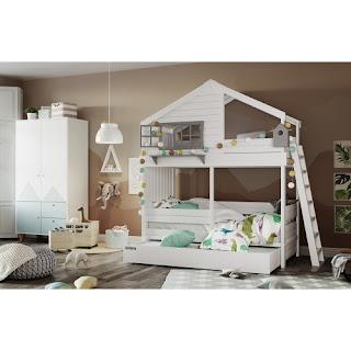 белый буквуд в детской спальне