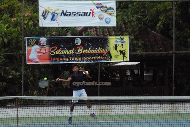 Kejurnas Tenis Yunior Piala Bupati Tulungagung: Widarta Melenggang ke Putaran Kedua