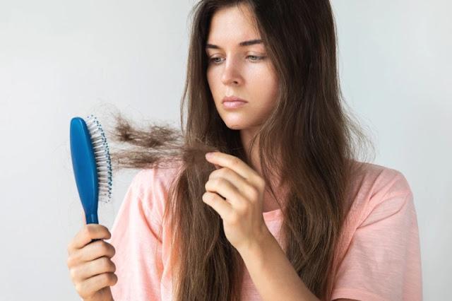 Les mauvaises habitudes qui empêchent la pousse des cheveux